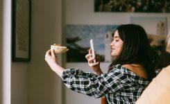 Как убрать предметы и другого человека с фото на Android