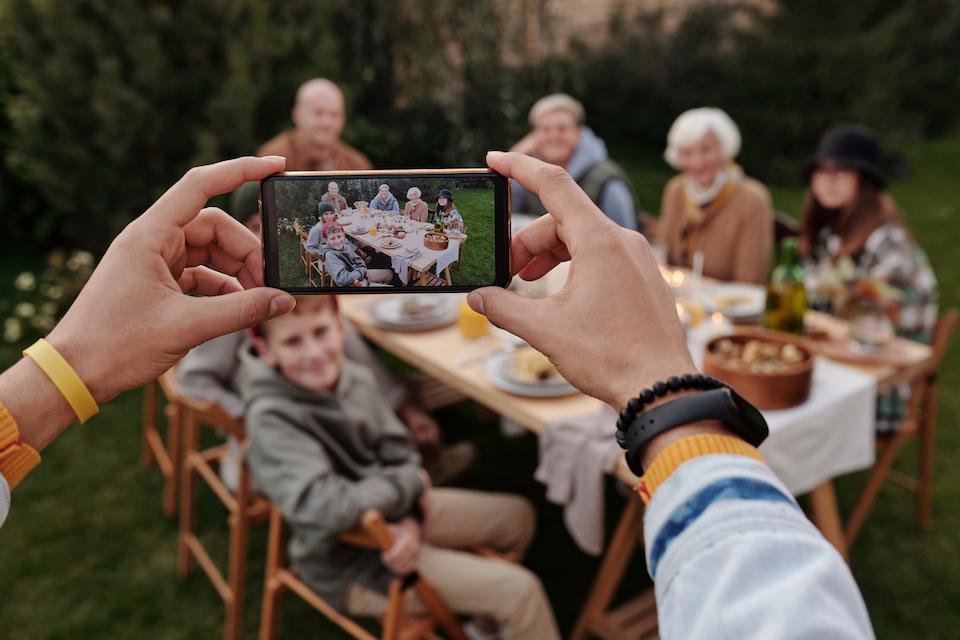 Семейное фото на майских праздниках