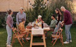 Цветущие деревья, ягоды, пикник: идеи для фотосессии на даче